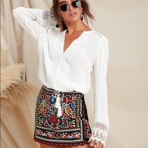 🧶🌈Awesome embroidered boho mini skirt